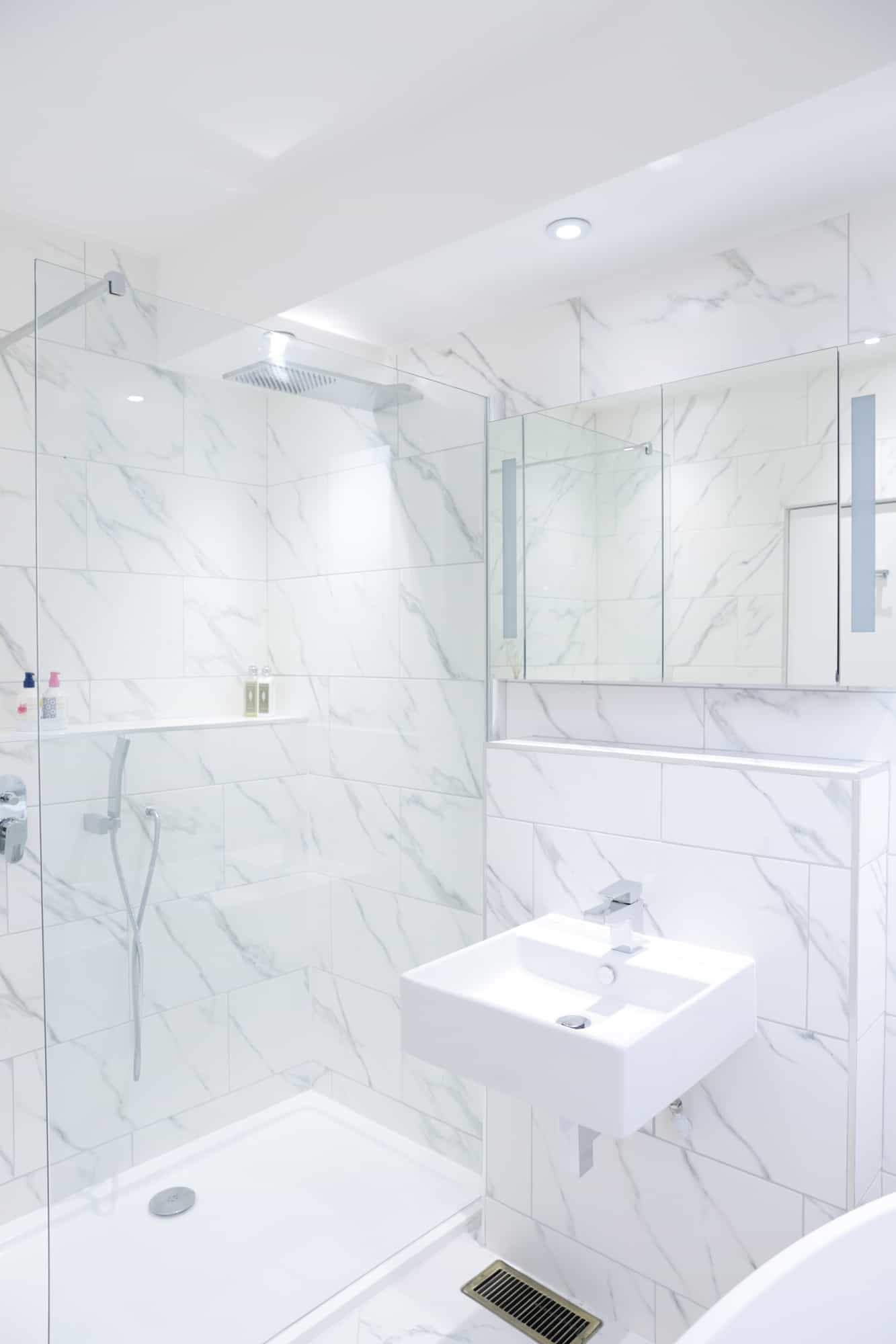 fully fitted bathroom in apartment - glasgow
